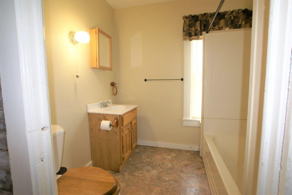 Nice Location - Bathroom - DC Realty